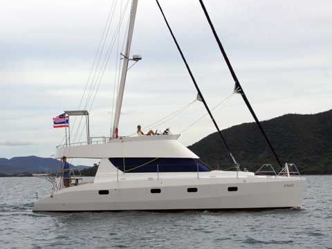 HK40' Catamaran leaving Pattaya - Click to zoom
