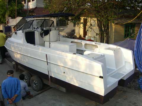 Catamaran fiberglass modification for outboard motors