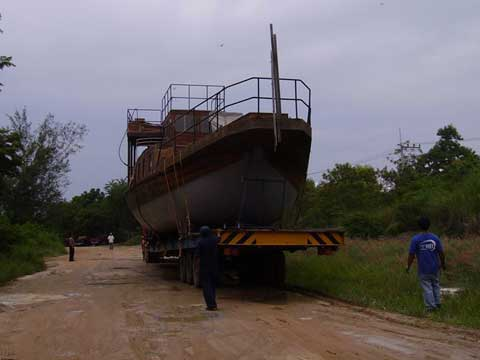 Transport of a wooden boat to repair