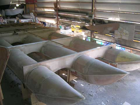 Powered pontoon fiberglass during the building of the floating section